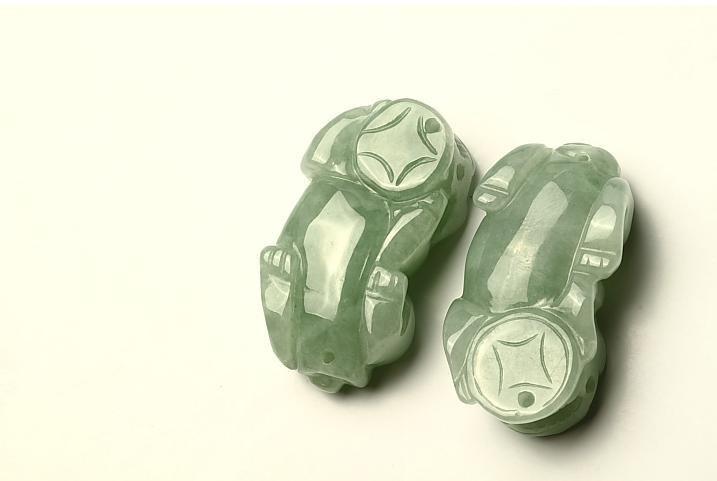 Free Shipping -  good luck  Natural Green Jadeite Jade Carved Pi Yao  Jade charm