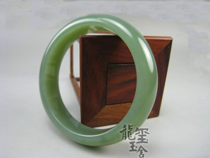 Free Shipping - Elegant  Grade AAA Natural light Green jadeite jade  charm Bangl