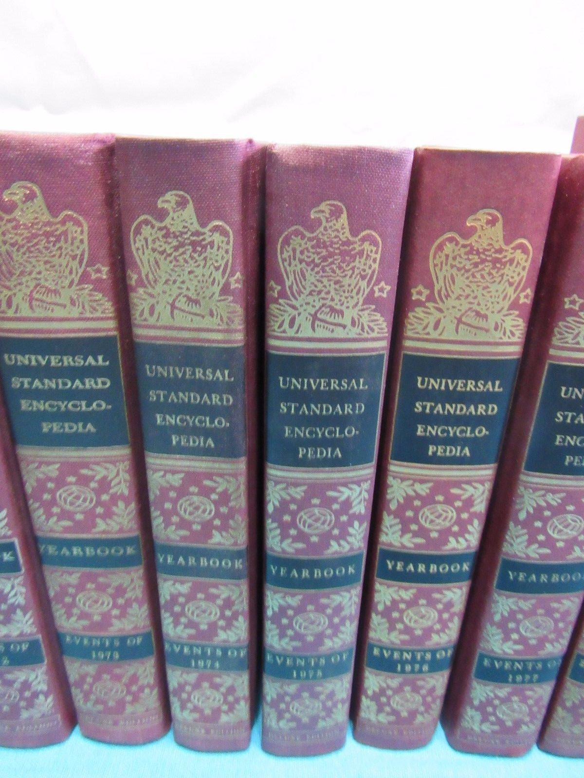 Universal Standard Encyclopedia Reference Set Yearbook 1971-1989 Deluxe Edition