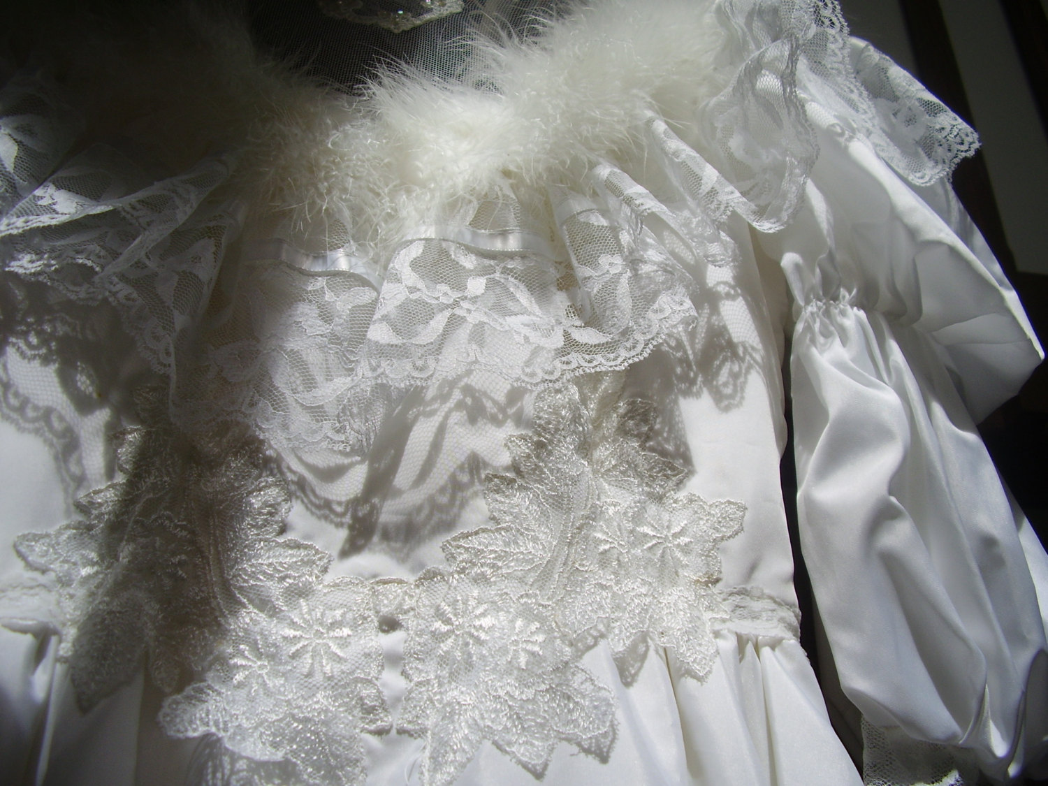 Stunning Vintage 1980`s wedding dress  Gown Feathers, Pearls, Lace, Bows Beautif