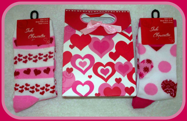 "NEW  2  ""I LOVE YOU""  WOMAN & juniors RED PINK WHITE HEART SOCKS W/ GIFTBAG"