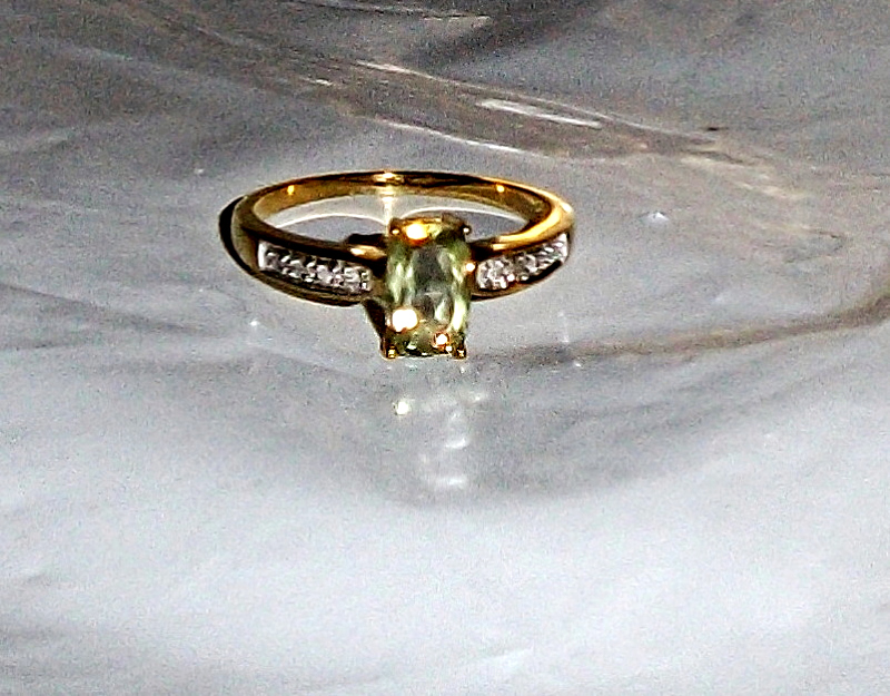 14K Yellow Gold Rare Green Diaspore & Diamond Ring, Size 8, 1.24(TCW), 2.9GR