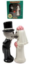 Atlantic Collectibles Day Of The Dead Salt & Pepper Shakers Skeleton Cou... - $14.84