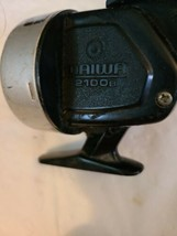 VINTAGE DAIWA 2100B, FISHING REEL FOR PARTS OR REPAIR image 2