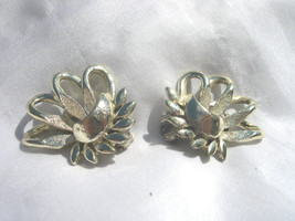 "CORO - VINTAGE Silver Tone Leaf Design - Clip-On Earrings - 1"" - $9.89"