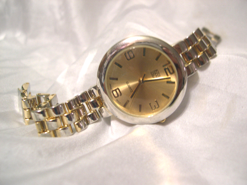 "Primary image for L56, NY & Co.  Ladies Gold Tone Watch, 7"" Linked Band  w/b"