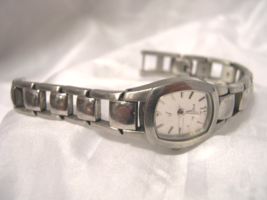 "L17, Fossil, Ladies Silver Tone Watch, 6.5"" Link Band, ES9526 - $29.79"