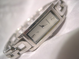 "L62. Fossil F2, Ladies Silver Tone Dress Watch, Slender Face, 6.5"" Band  ES 931 - $29.69"