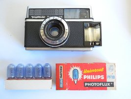 Voigtlander Bessy AS 126mm Camera, Germany, RARE model, Philips Flash Bulbs - $49.00