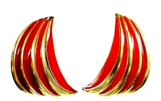 Red Gold Curved Gold Plated Clip Back Earrings Unmarked Costume Fashion Vintage