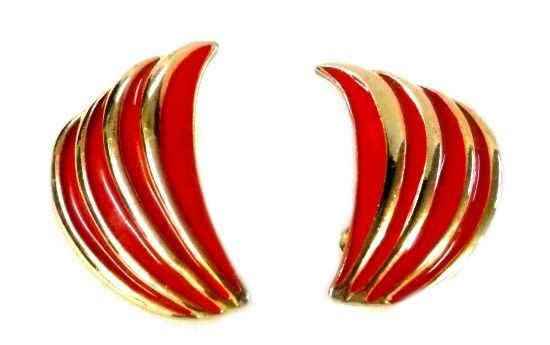 Red Gold Curved Gold Plated Clip Back Earrings Unmarked Costume Fashion Vintage image 2