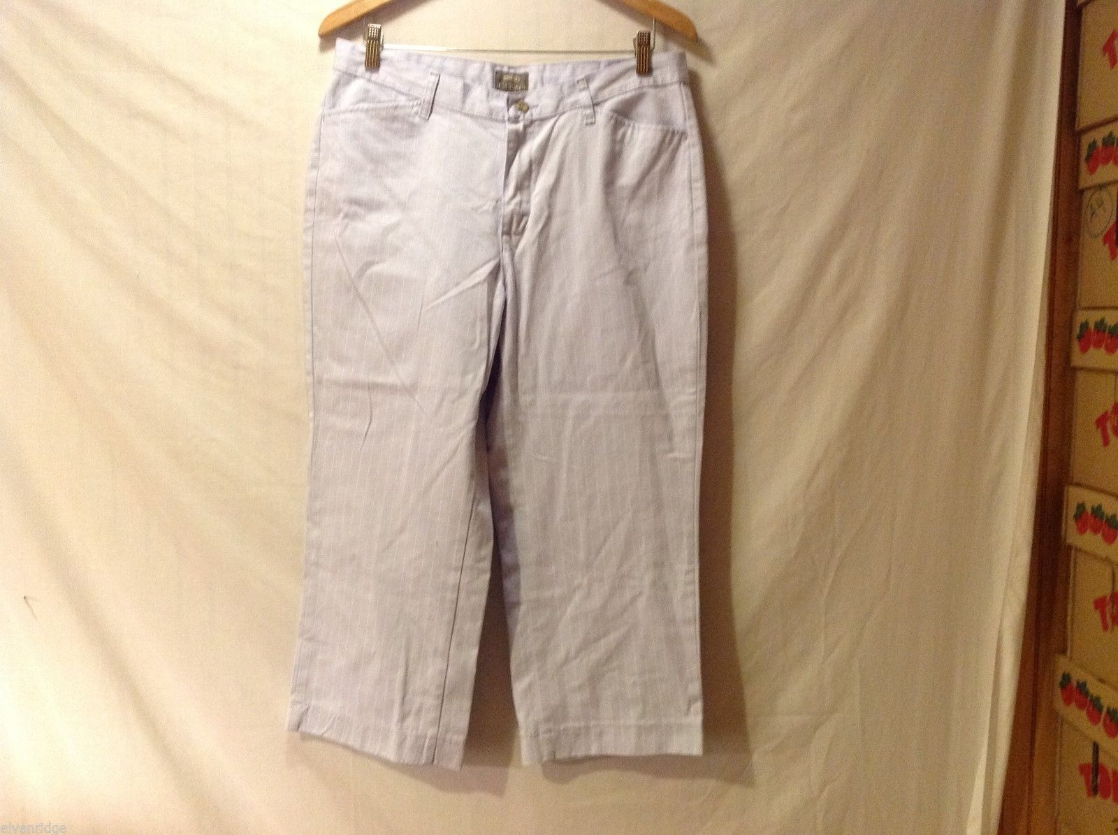 Rider's Casual Womens White Pinstriped Capris, Size 14M