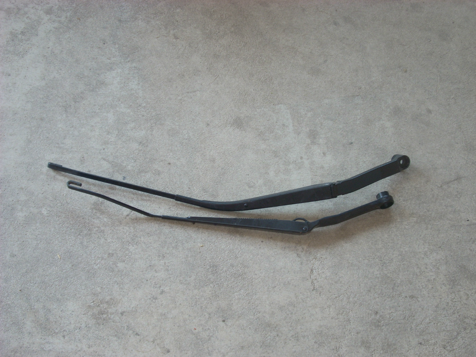 1815  right and left wiper arms 1815