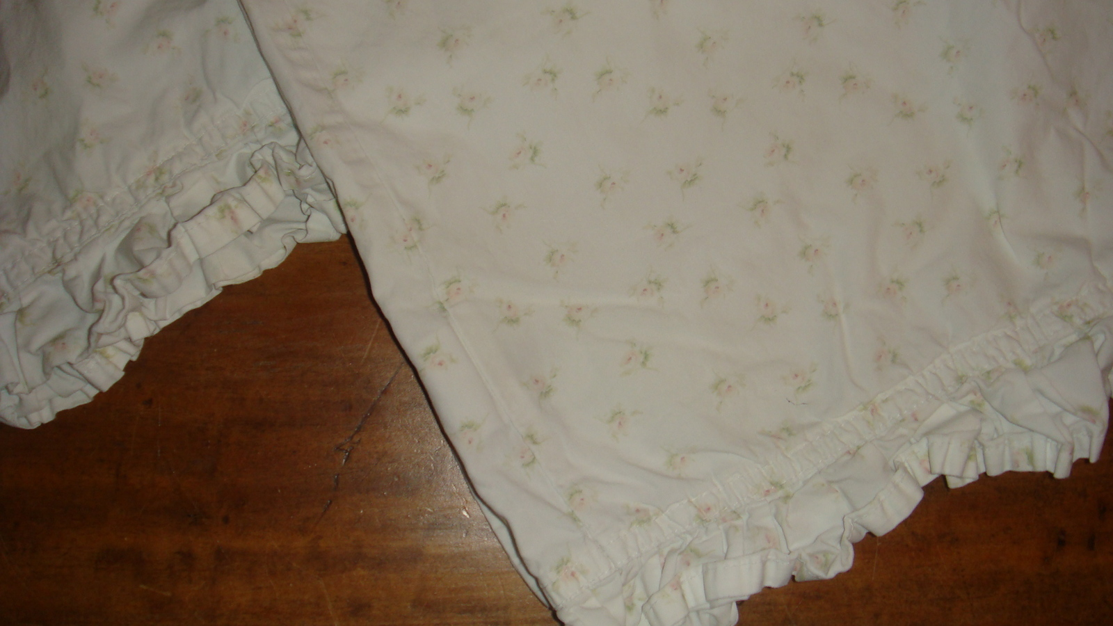 Simply Shabby Chic 2 Standard Queen Pillowcases Yellow Rosebuds On White EUC - Sheets & Pillowcases