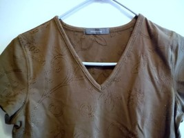 Womans Shirt V Neck Top Liz Claiborne Brown with Embroidery Size Small - $3.97