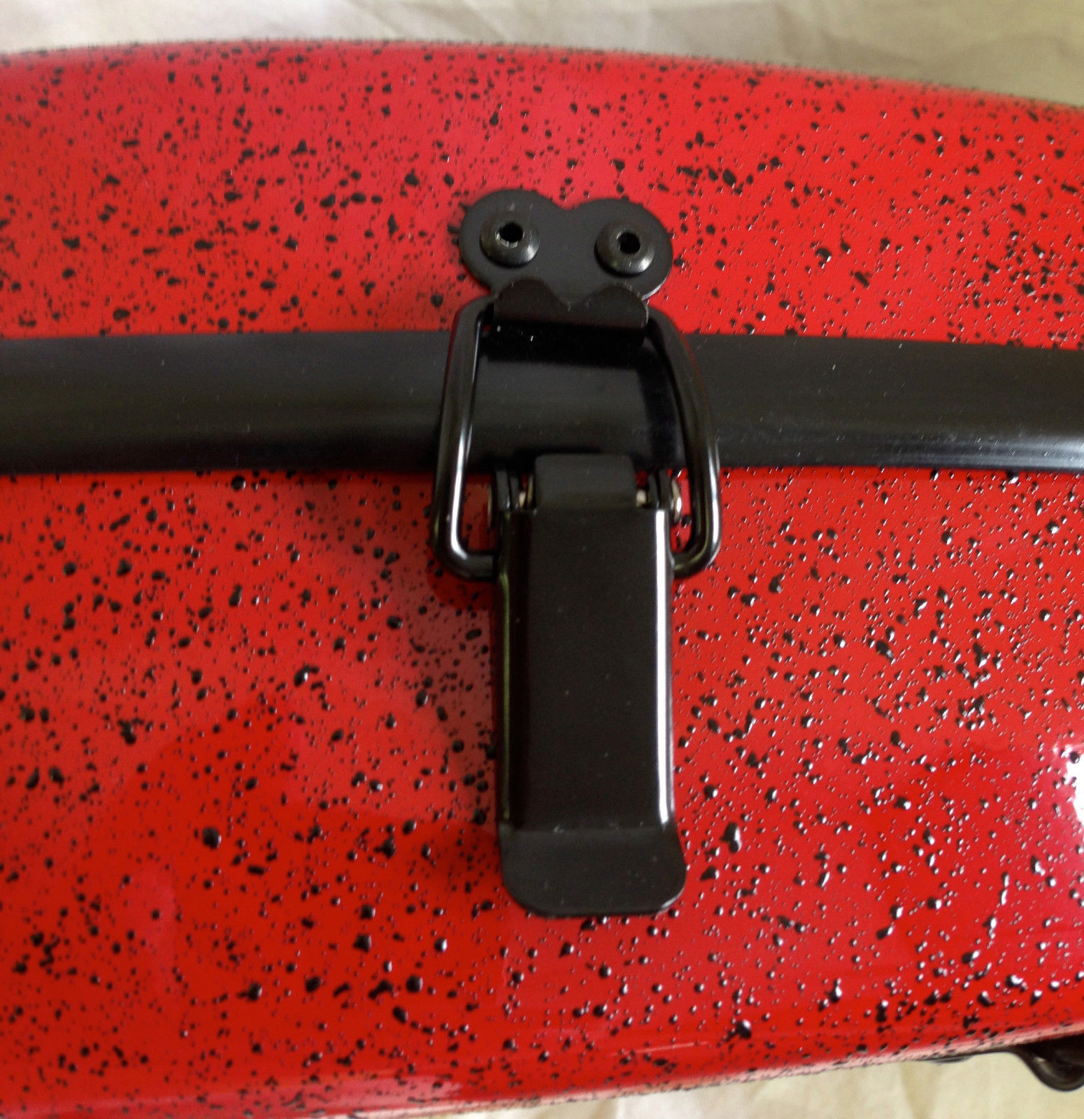 TONARELI Fiberglass Violin 4/4 Case: Red w/ speckled dots NEW