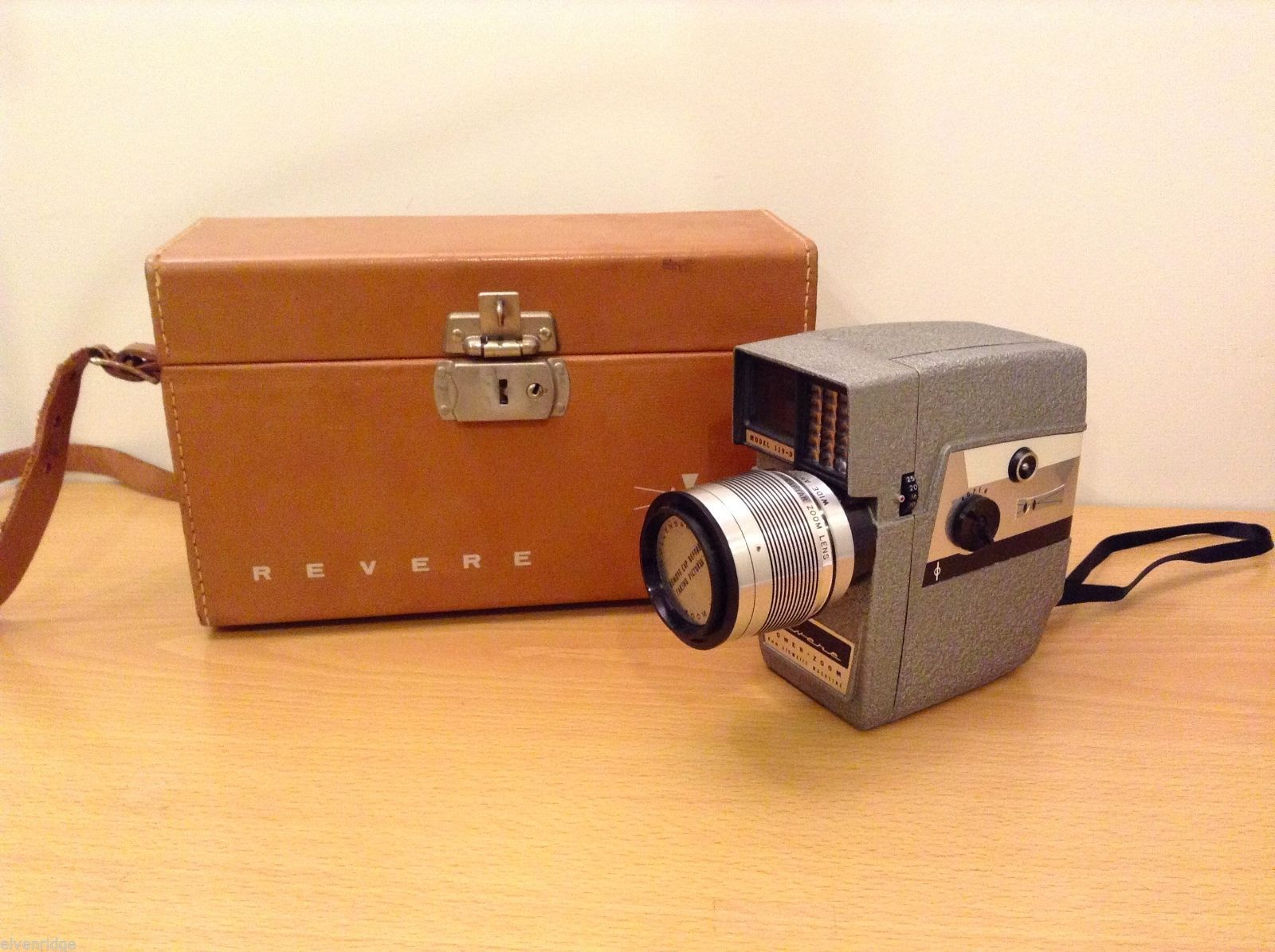 Vintage Revere 119-D Movie Camera 8mm Power Zoom Eye-Matic Wide Angle Telephoto