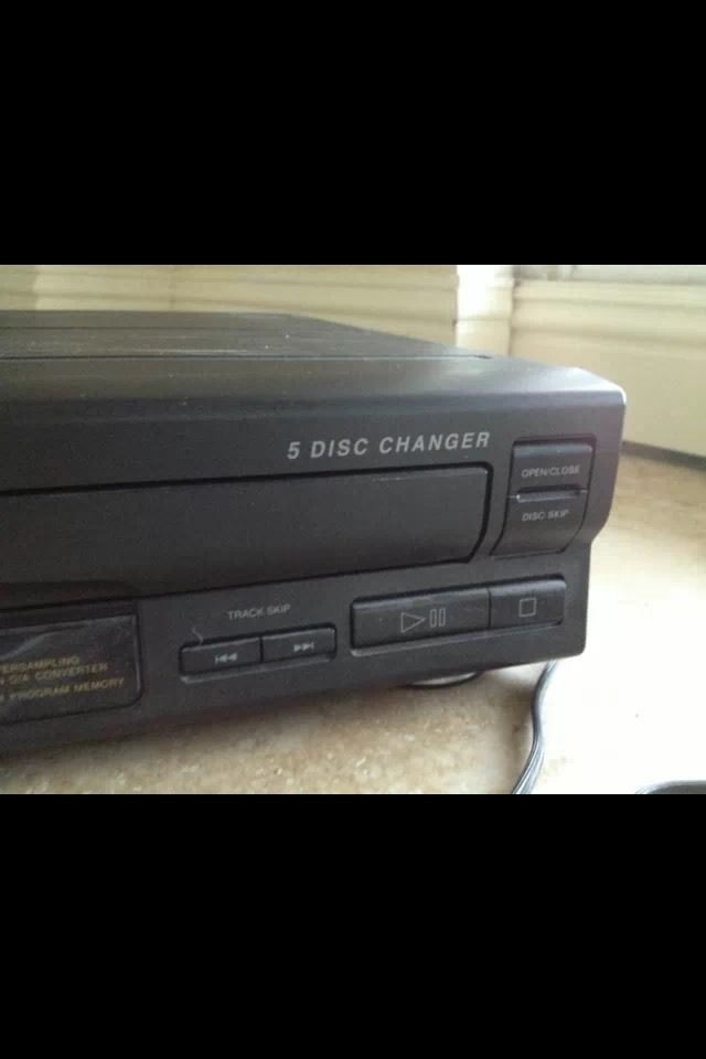 rca 5 compact disc changer simultaneous load and 50. Black Bedroom Furniture Sets. Home Design Ideas