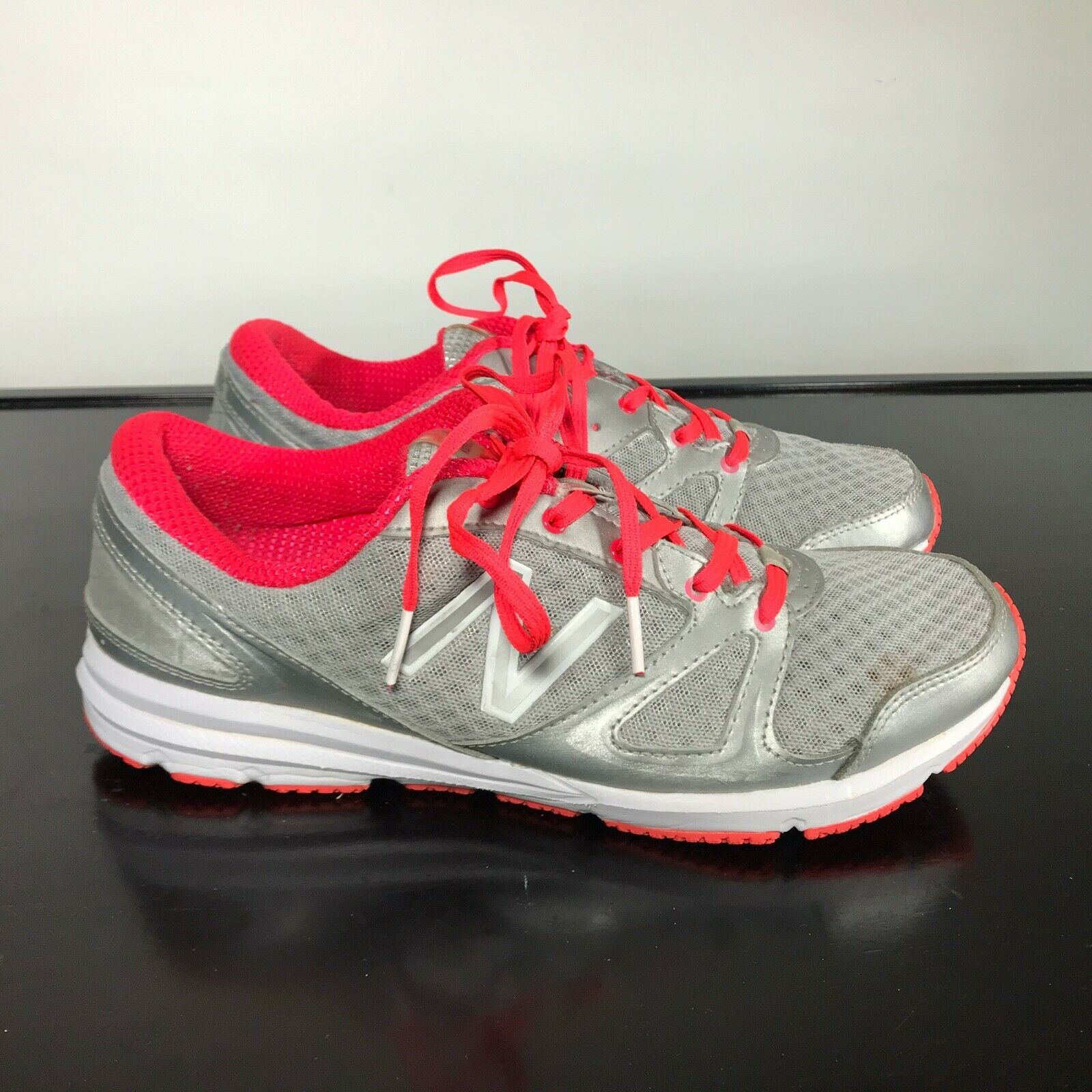 Primary image for New Balance 577 Women 9D Susan G Komen Breast Cancer Lace Sneakers Grey Pink