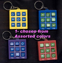 Funky TOSS ACROSS-NOVELTY KEYCHAIN Tic-Tac-Toe Game Toy Charm Party Favo... - $5.99