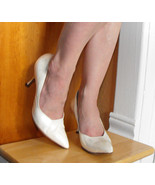 1960s Heels Risque Pointy Toe Pearl Ivory White Shoes 6 1/2 Vintage 60s - $39.99