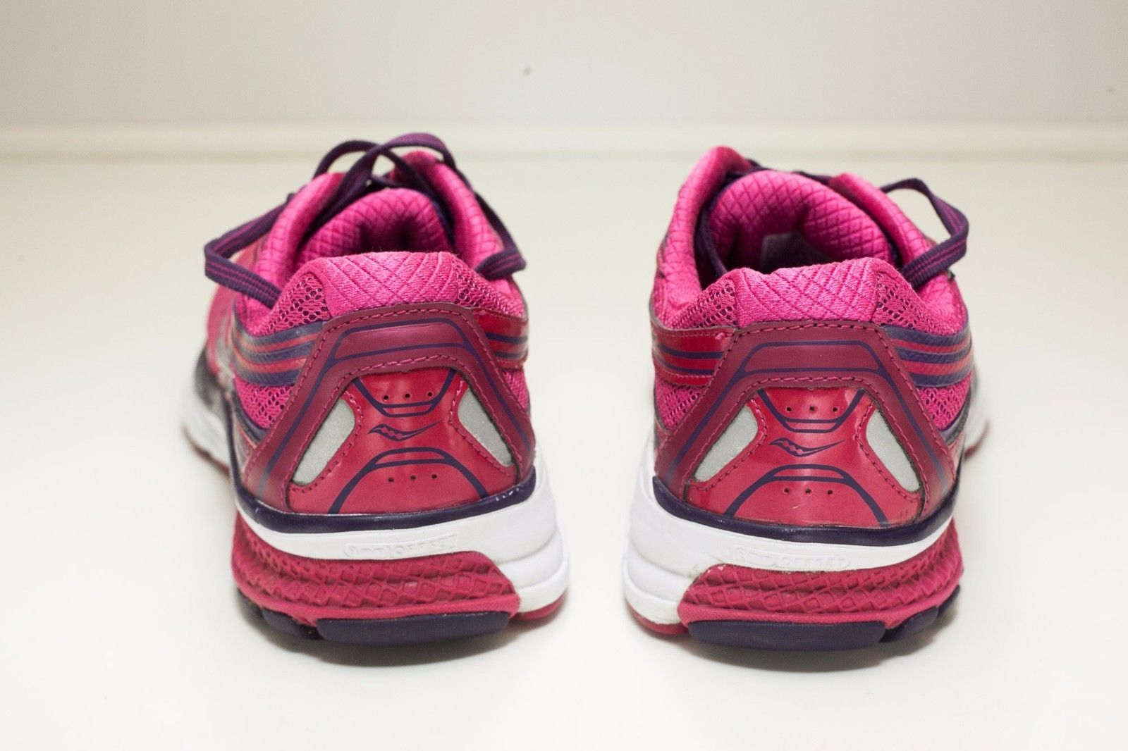 Saucony Guide Size 7.5 Red Running Shoe Women's