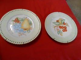 """Beautiful Pair Of Wall Decor Collector Plates """"Hutschenreuther Comtesse"""" Germany - $11.88"""