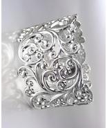 GORGEOUS Brighton Bay Silver Filigree Texture Oval Hinged Bangle Bracelet - $19.99