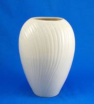 "Lenox MIRAGE Collection ivory color ribbed swirl 6"" vase - $21.00"
