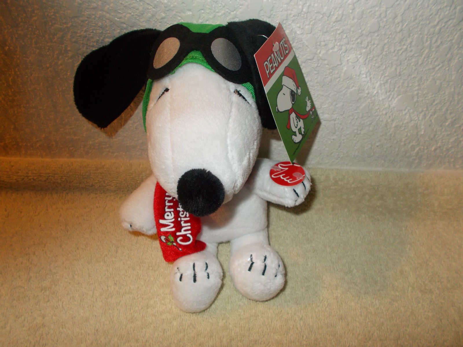 Peanuts Aviator Snoopy Merry Christmas Musical Plush Plays Linus /& Lucy NEW