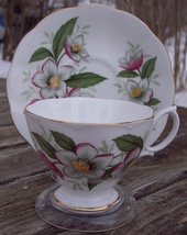 Royal Albert Christmas Rose Tea Cup & Saucer Set Near Mint Condition - $19.50
