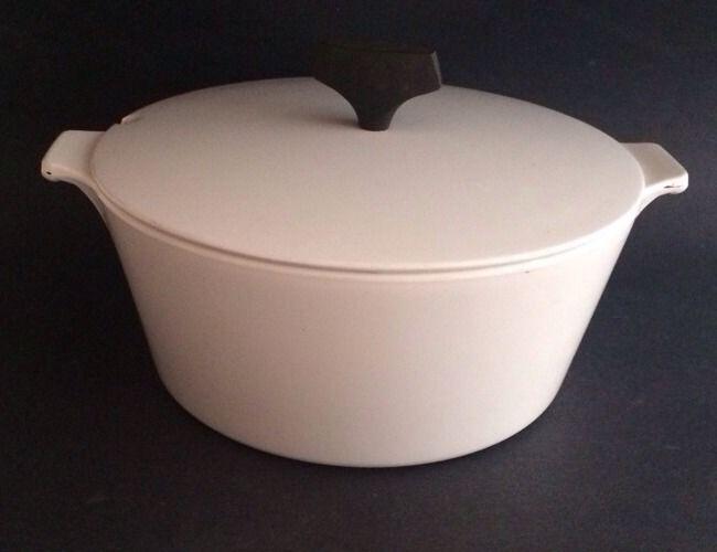 White CORNINGWARE Buffet Server 2.5 Qt  Pot MCM Made In USA Vintage Good Conditi - $45.00