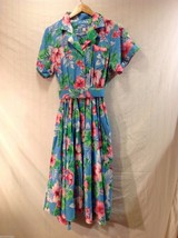 Womens Hawaiian Print Floral Dress, see measurements for size made in USA