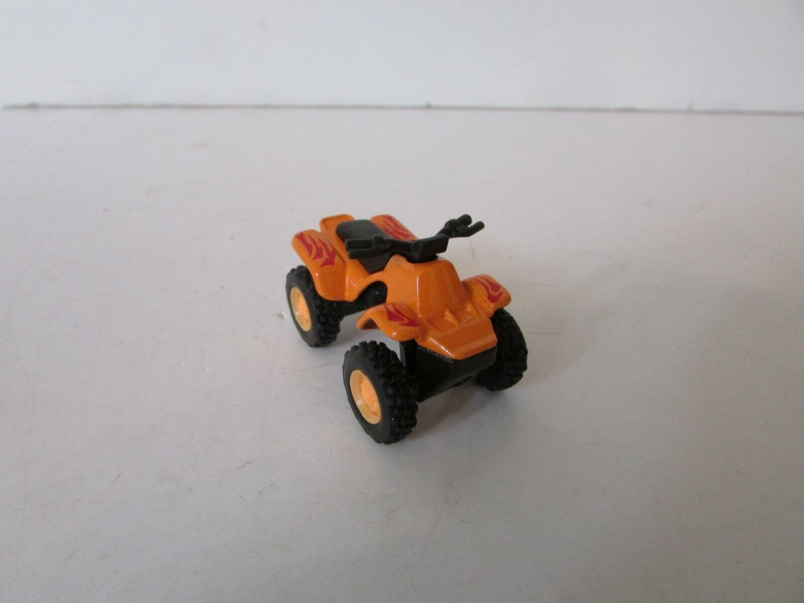 Maisto 1957 Chevrolet Racing Car Sports Vehicles 1//64 Scale Orange Miniature Toy