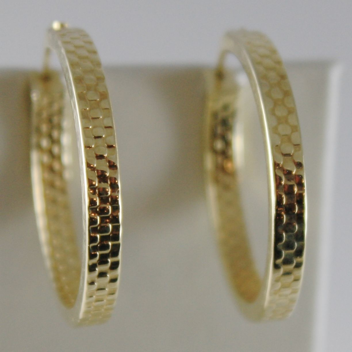 18K YELLOW GOLD EARRINGS SQUARED CIRCLE HOOP HIVE WORKED 24 MM DIA MADE IN ITALY