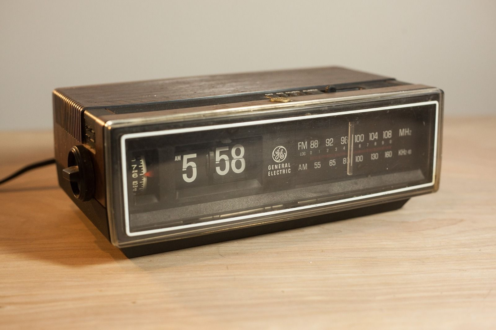 Vintage General Electric Flip Number Radio Alarm Clock