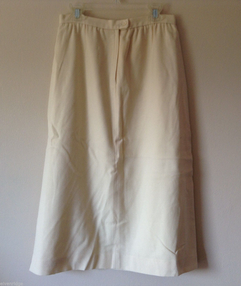 No Brand Women's Size 8 Eggshell, Cream Color Skirt in Textured Knit Fabric