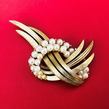 "Crown Trafari 2"" Faux Pearl Signed Pin EUC - $24.22"