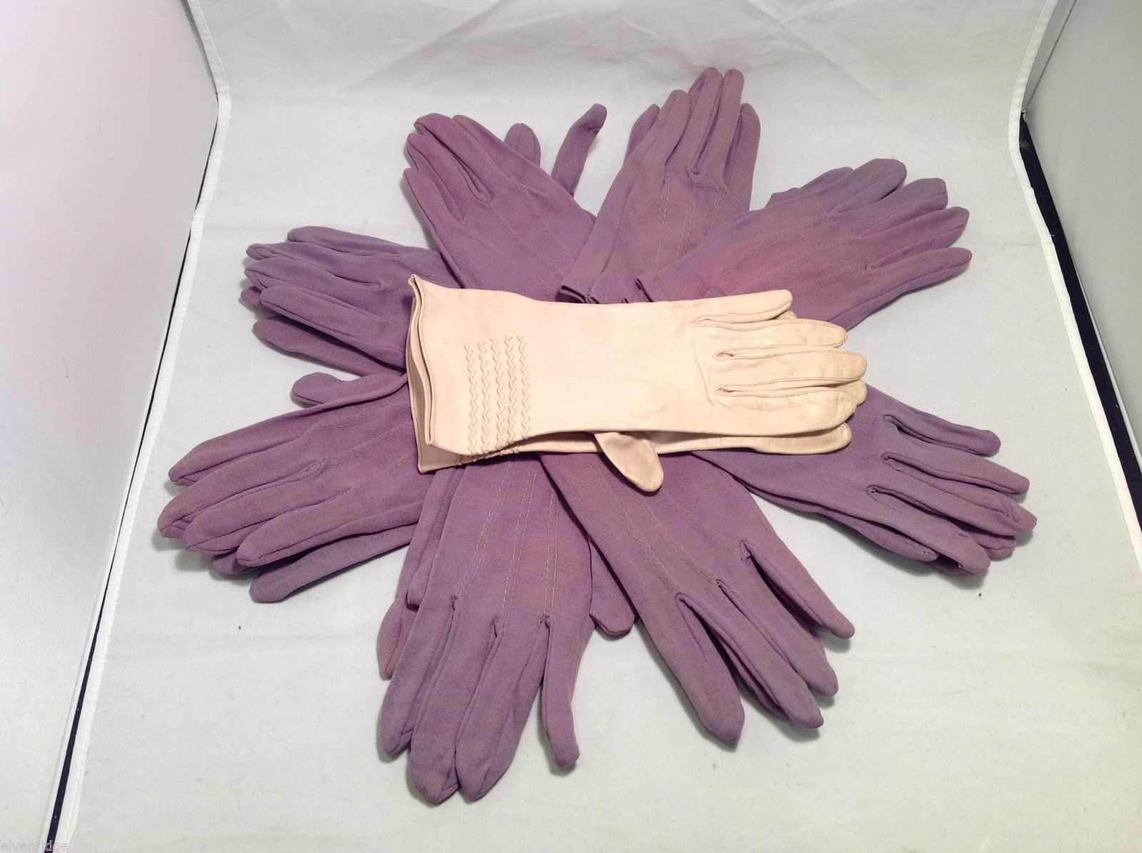 Lot of 7 pair of multipurpose purple gloves, and 1 pair of white gloves