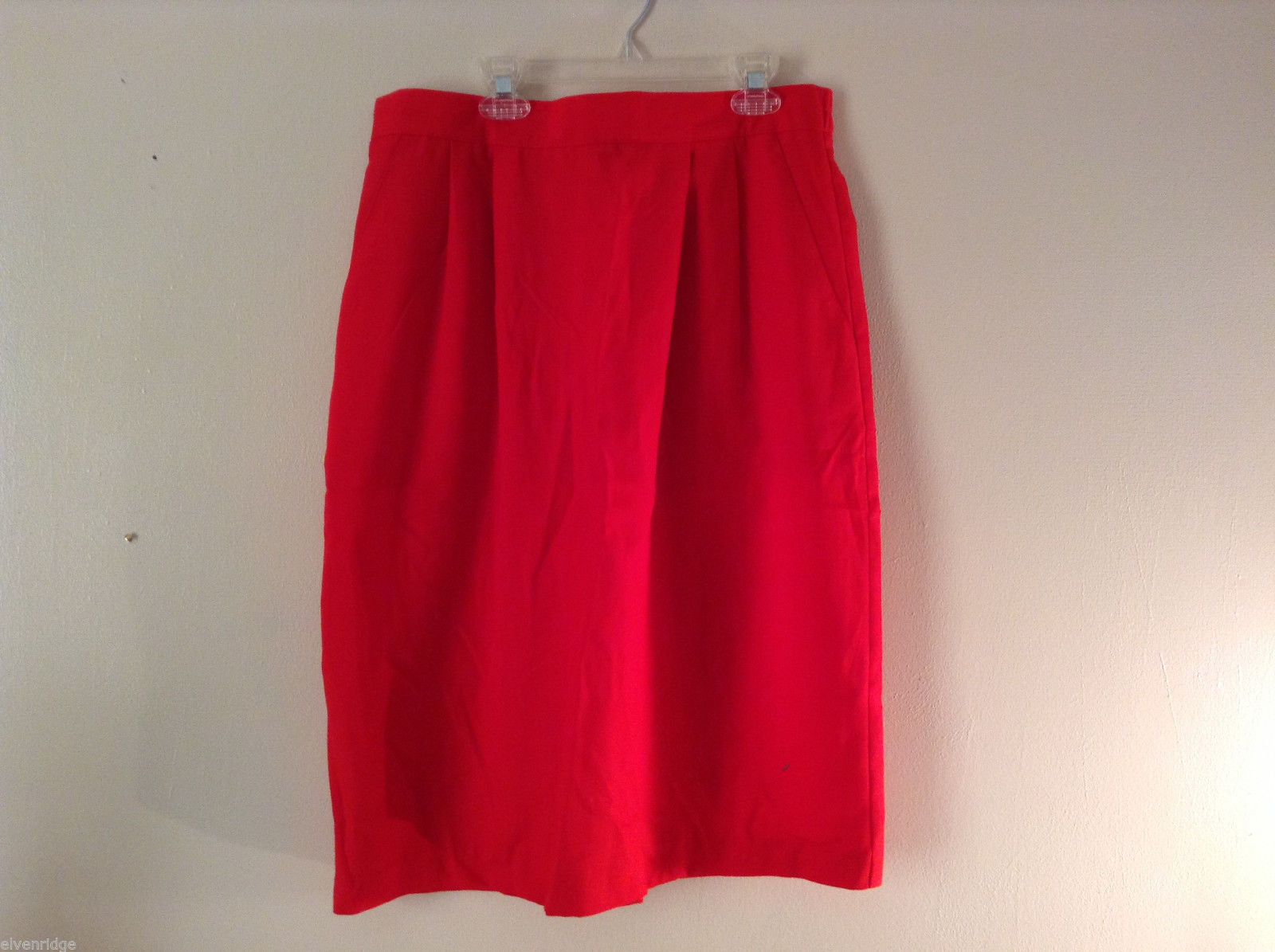 Sag Harbor Women's Size 16 Bright Red Straight Skirt; Soft Pleats, Front Pockets