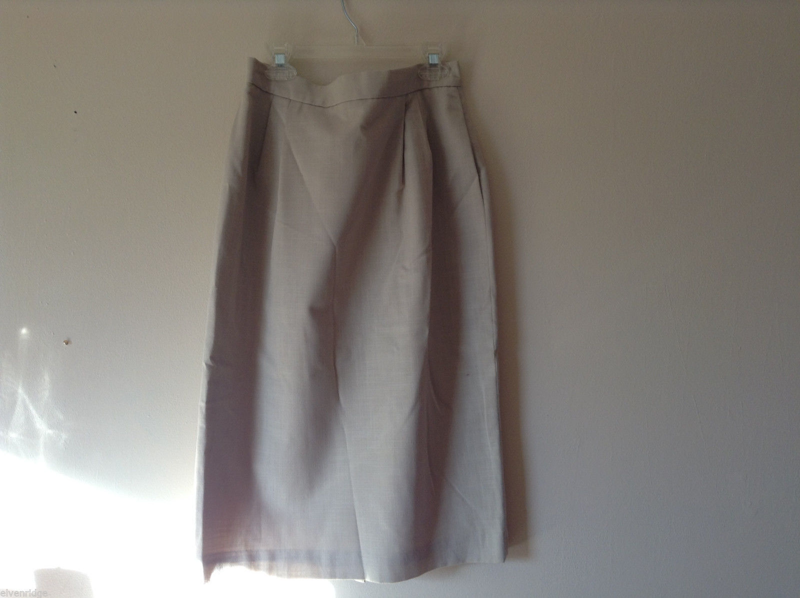 "No Brand Women's Size 10 Beige Straight Skirt 27"" Long w/ Pockets"