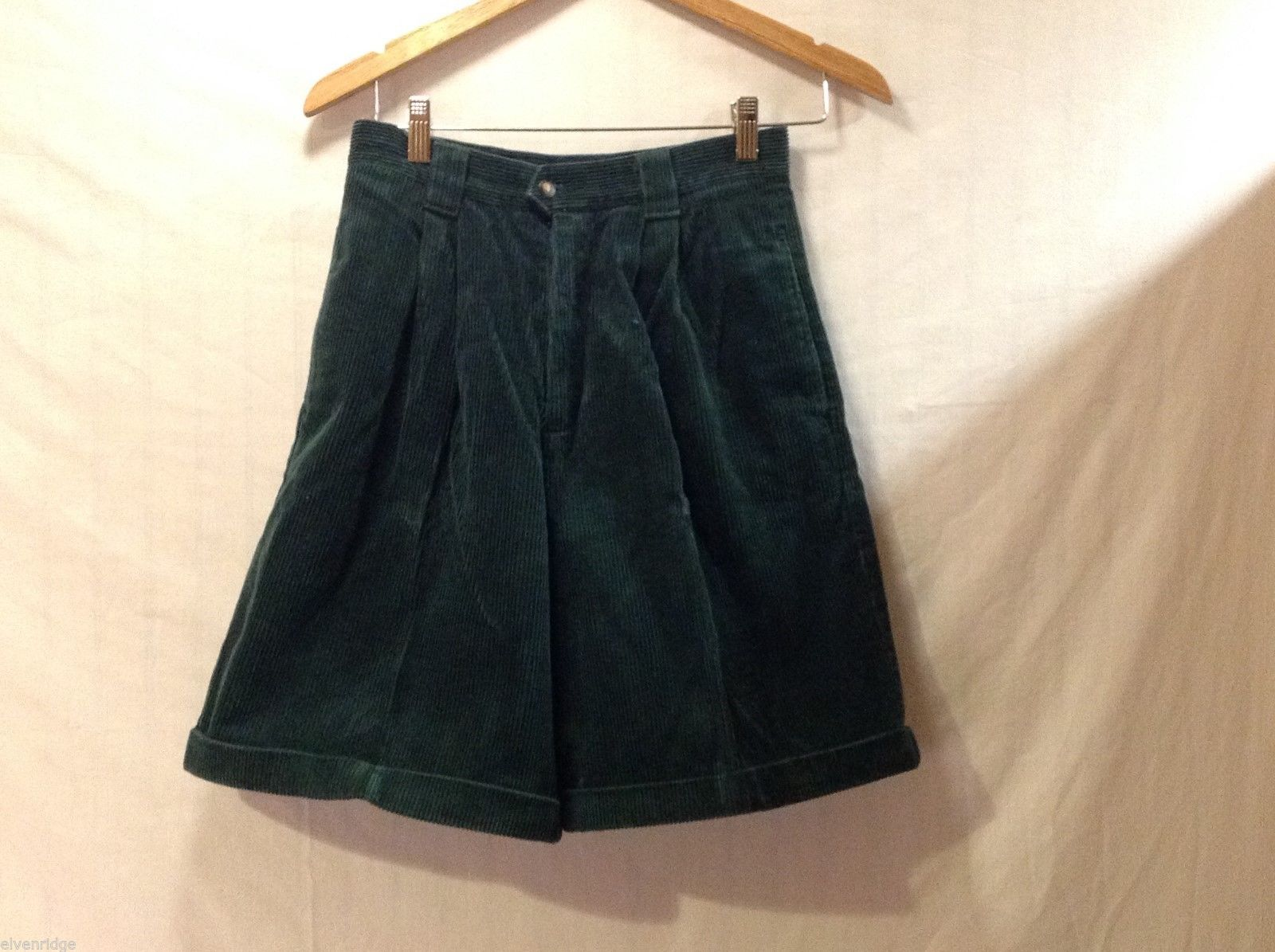 Womens GAP Hunter Green Corduroy Shorts, Size 7/8
