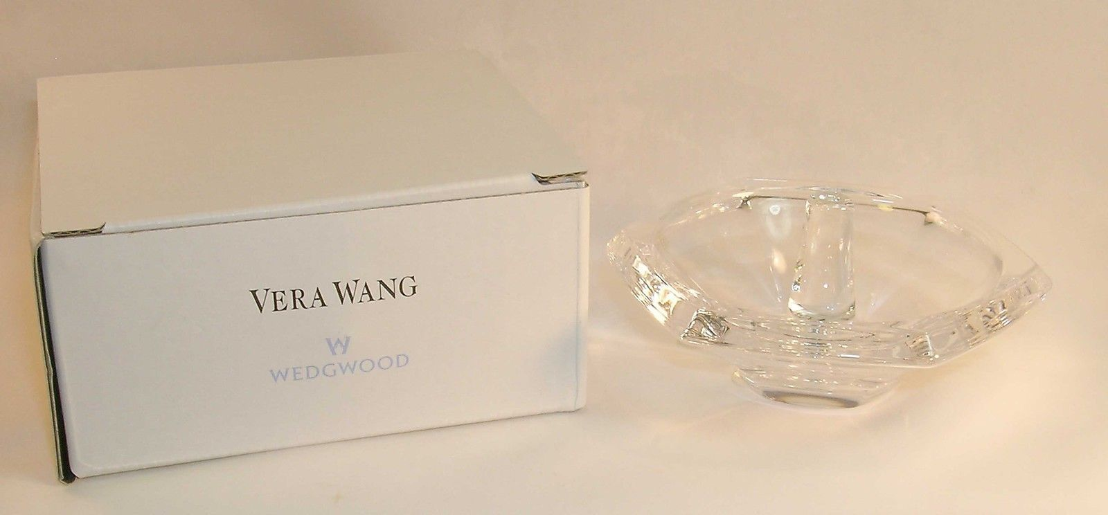 New in Box Vera Wang Orient Crystal Wedding Engagement Ring Holder Great Gift