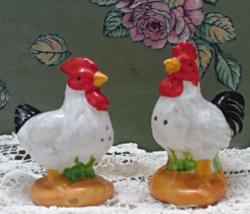 Vintage Chicken S&P Shakers // Vintage Hen & Rooster Salt & Pepper Shakers - $10.00