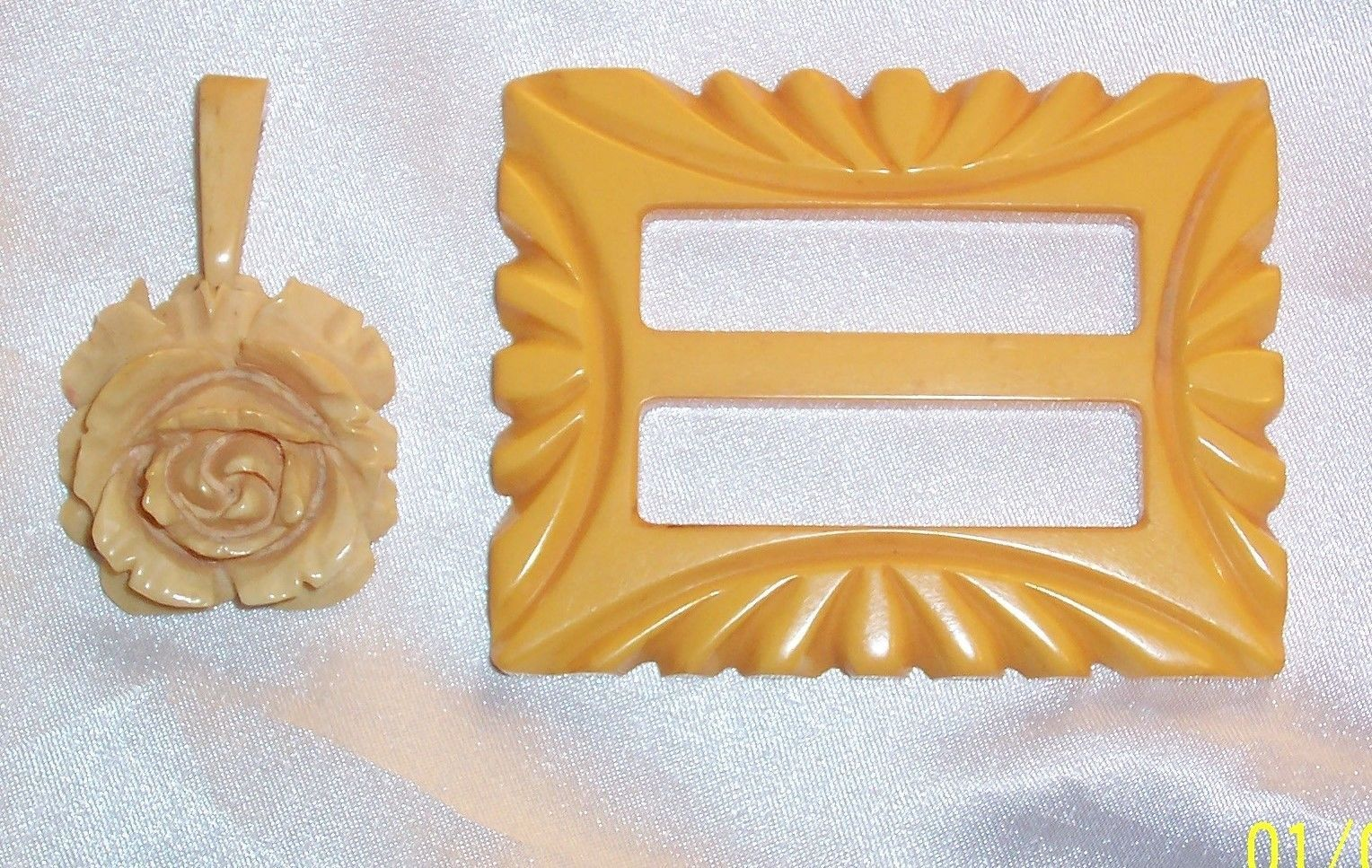 "BEAUTIFULLY DETAILED CARVED BAKELITE ROSE NECKLACE PENDANT 2"" & BUCKLE 2 3/4"""
