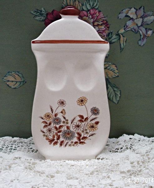 Vintage Stoneware Fall Flowers Design Spoon Rest // Country Kitchen // Retro