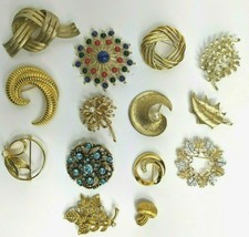 14 Signed Brooches/Pins Monet/Coro/Sarah Coventry/Trifar/Usner Gold Tone... - $148.49