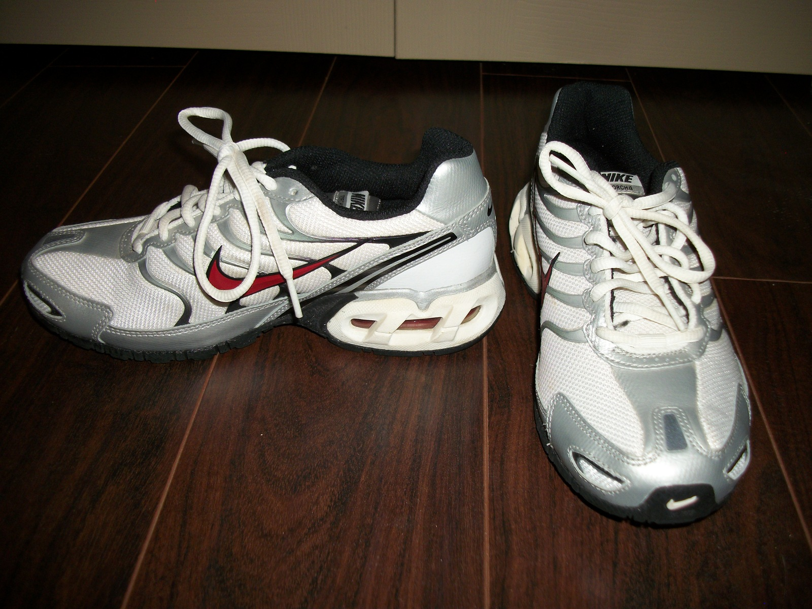 Preowned Youth Nike Torch 4 Athletic Shoes Size 5.5 Gray And White