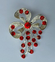 Stunning Silver Plated Flower Brooch Brooch Cake Pin with Red DIAMANTE Stones - $7.32