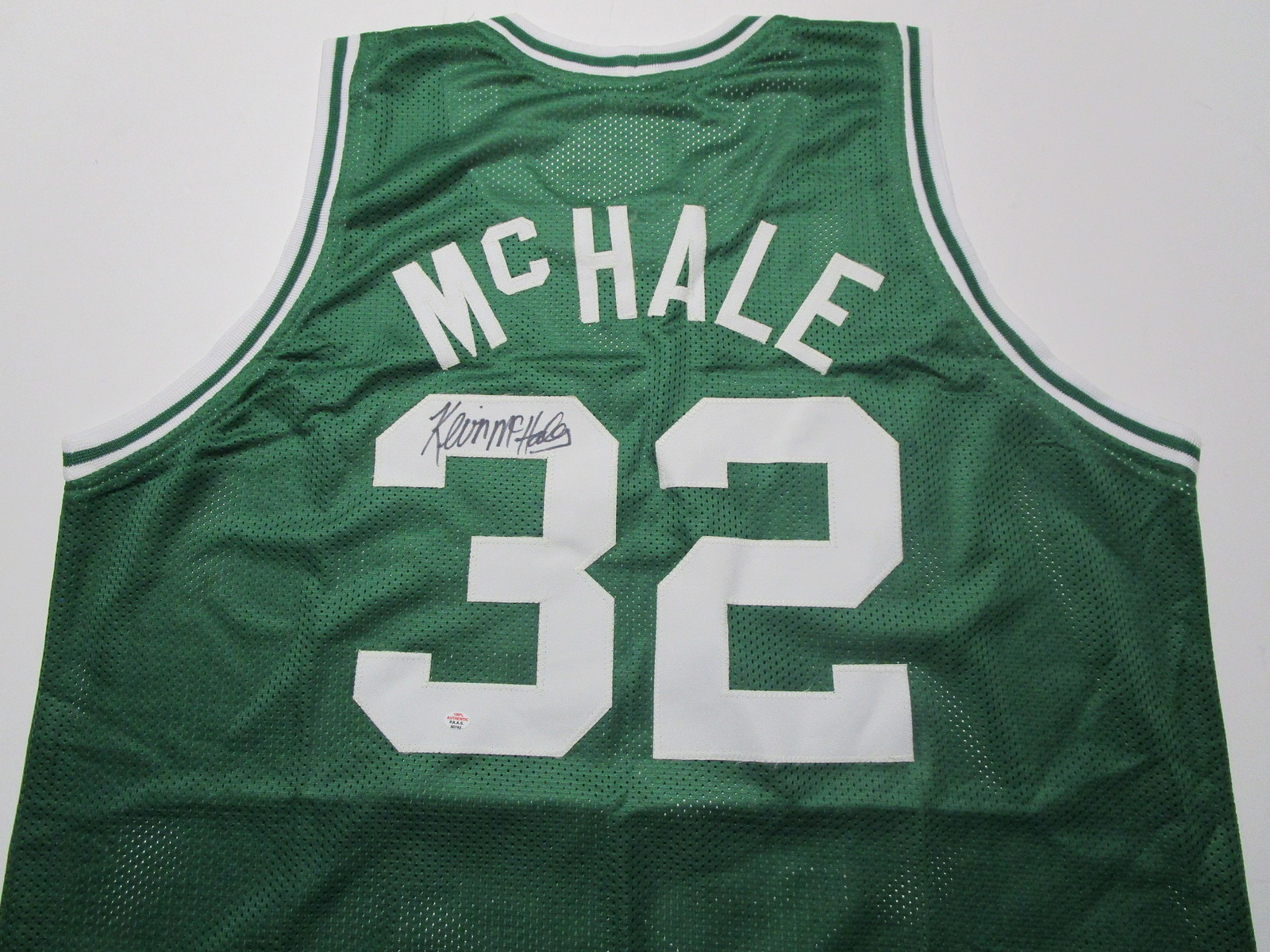 KEVIN MCHALE / NBA HALL OF FAME / AUTOGRAPHED BOSTON CELTICS CUSTOM JERSEY / COA